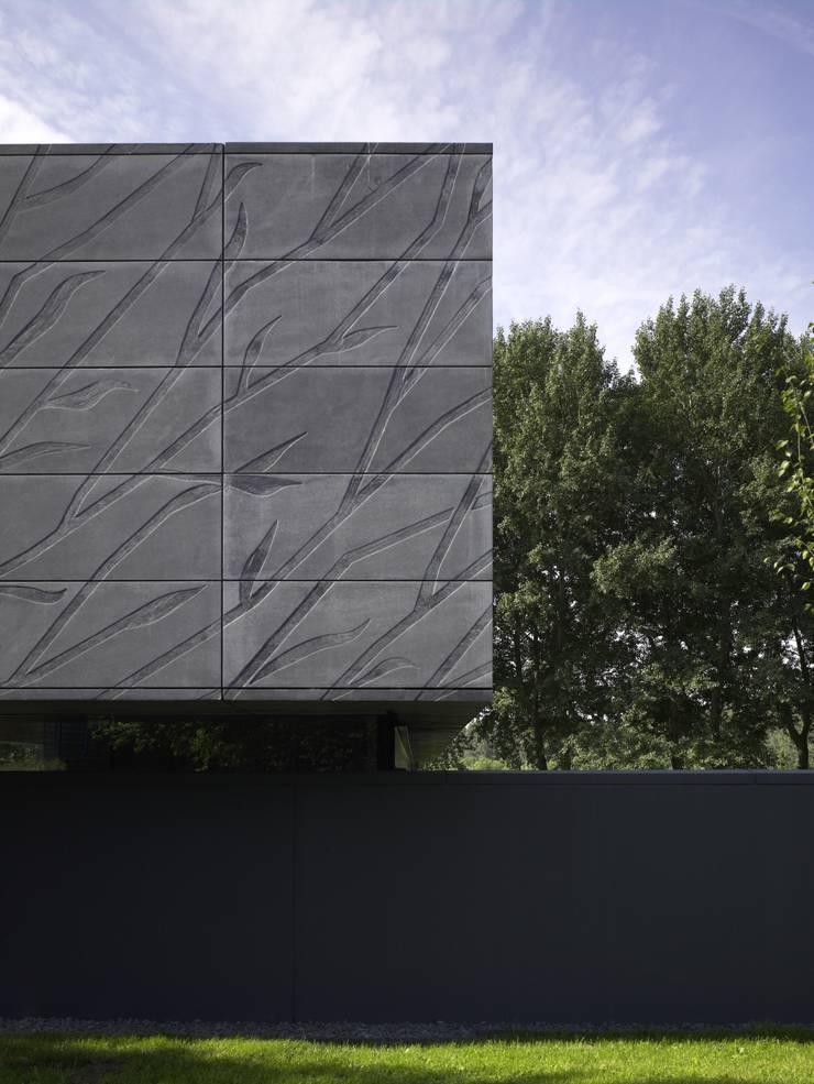 Project X Almere:  Muren door Rene van Zuuk Architekten bv, Modern