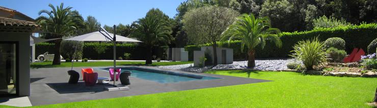 Villa Mougins: Piscines  de style  par affinity-Lifestyle