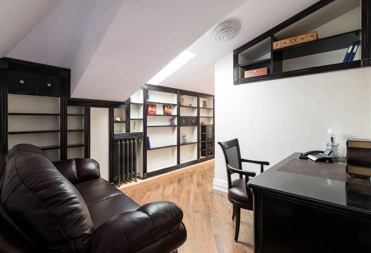кабинет на втором уровне:  в . Автор – Архитектурно-дизайнерское бюро Натальи Медведевой 'APRIORI design',