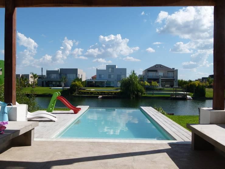 Alisos 74, Nordelta: Casas de estilo  por HOUSING ARGENTINA SA