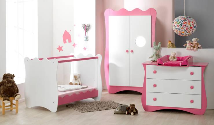 Dormitorio de bebé completo. Modelo DOUDOU en color blanco y rosa: Habitaciones infantiles de estilo  de Mobikids