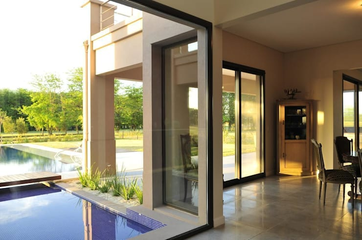 paso - vista: Livings de estilo  por Parrado Arquitectura,Moderno