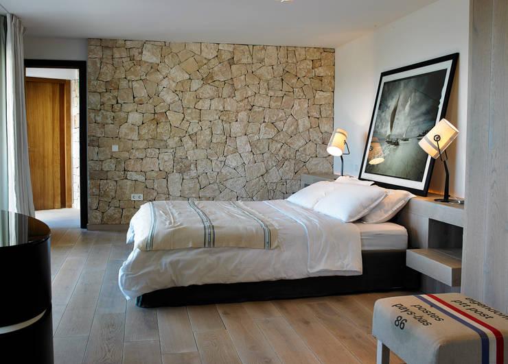 Casa Bernd: Dormitorios de estilo mediterráneo de Atlant de Vent