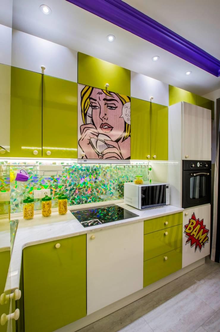 Кухня в стиле поп-арт: Кухня в . Автор – Сделано со вкусом на ТНТ