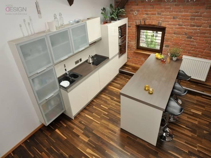 kuchnia: styl , w kategorii Ściany i podłogi zaprojektowany przez kabeDesign kasia białobłocka