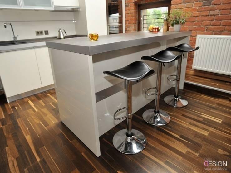 kuchnia: styl , w kategorii Kuchnia zaprojektowany przez kabeDesign kasia białobłocka