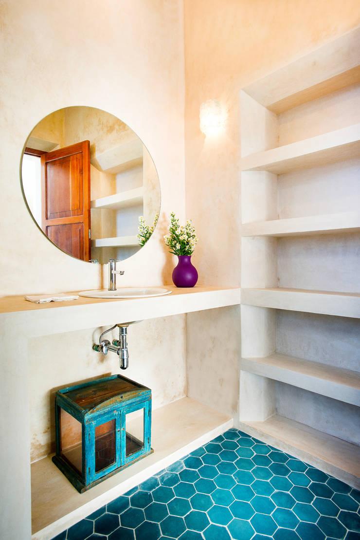 Casa FS55: Baños de estilo  por Taller Estilo Arquitectura