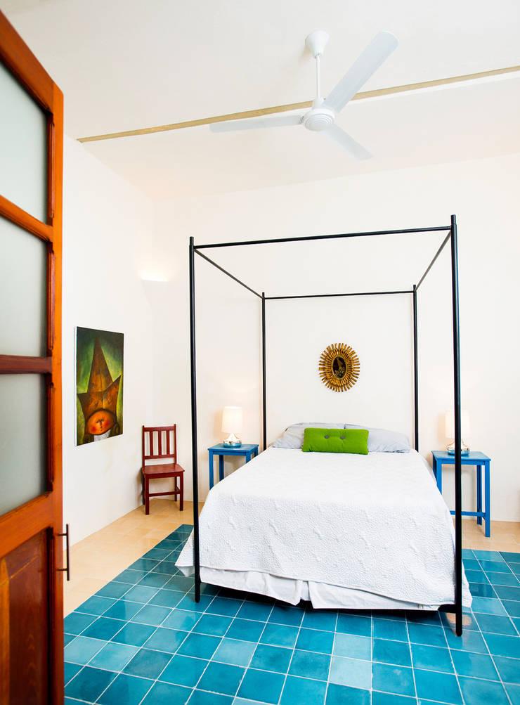 Bedroom by Taller Estilo Arquitectura, Modern