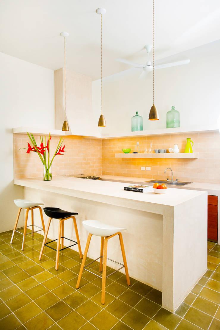 Casa FS55: Cocinas de estilo  por Taller Estilo Arquitectura
