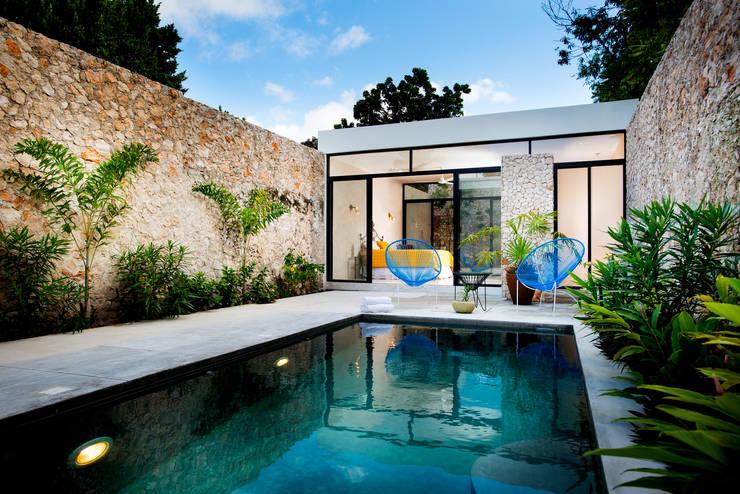 Casa FS55: Albercas de estilo  por Taller Estilo Arquitectura