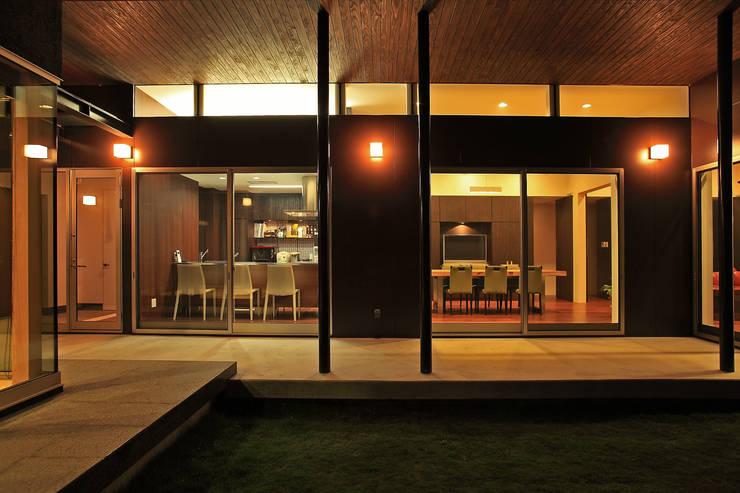 キッチン、ダインイング: 猪股浩介建築設計 Kosuke InomataARHITECTUREが手掛けた家です。,モダン