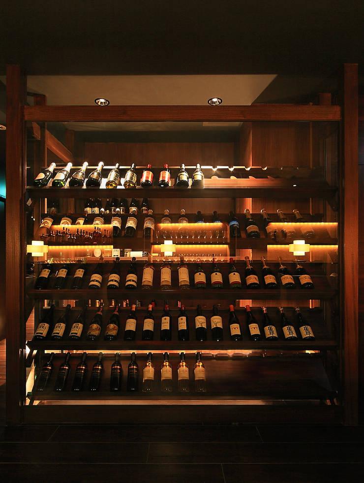 THE BAR: 猪股浩介建築設計 Kosuke InomataARHITECTUREが手掛けたワインセラーです。,