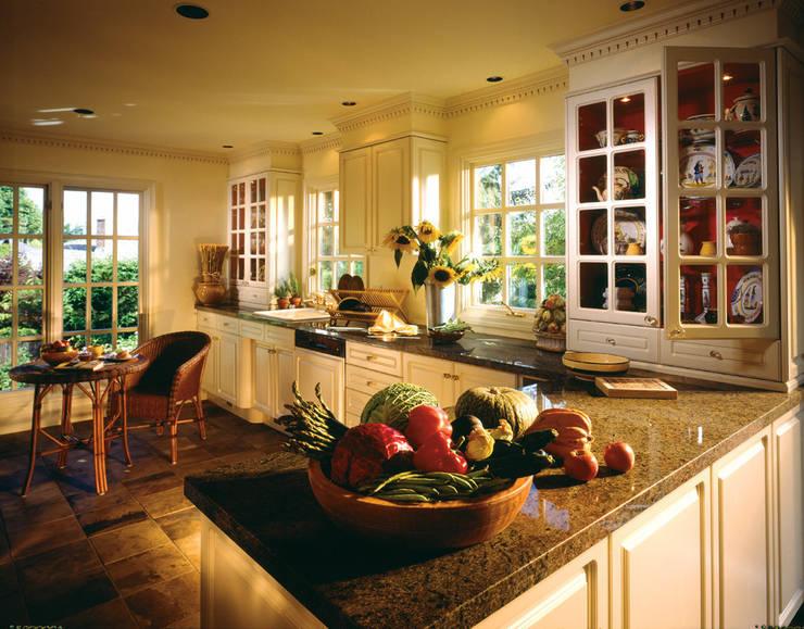 エレガントスタイルキッチン: サンタ通商が手掛けたキッチンです。