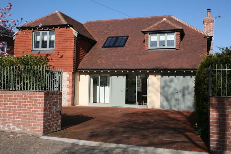 Refurbishment project West Sussex:  Houses by At No 19