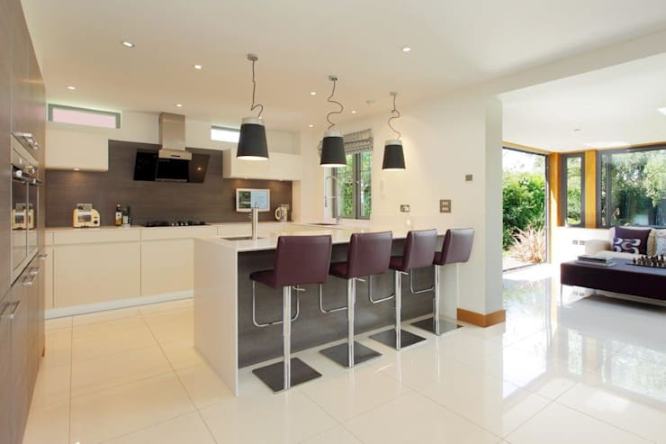 Refurbishment project West Sussex: minimalistic Kitchen by At No 19