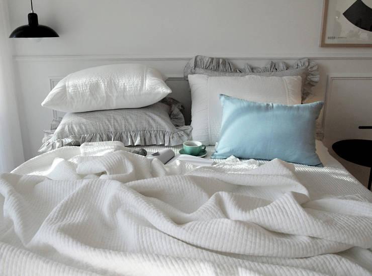 아이스 밀크 여름 차렵 베딩세트: 메종드룸룸의  침실