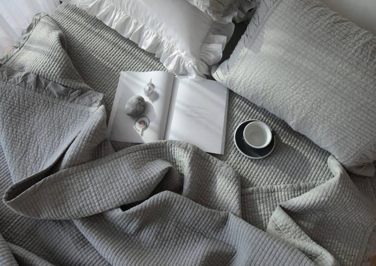 아이스 그레이 여름 차렵 베딩세트: 메종드룸룸의  침실
