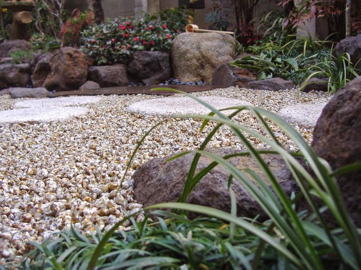 下草類の効果: 新美園が手掛けた庭です。