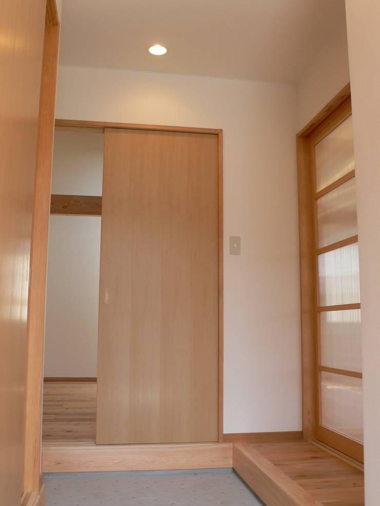 PETANKOの家: 鶴巻デザイン室が手掛けた窓です。