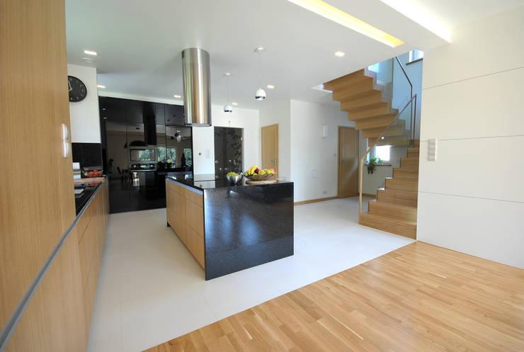 Projekt wnętrza domu w Łodzi 160mkw.: styl , w kategorii Kuchnia zaprojektowany przez Piotr Stolarek Projektowanie Wnętrz,