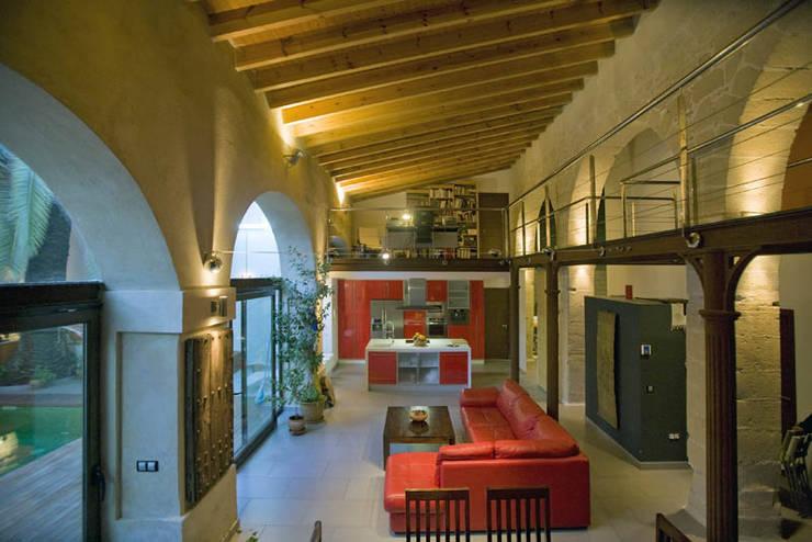 Cocina-salón-comedor: Salones de estilo  de pxq arquitectos