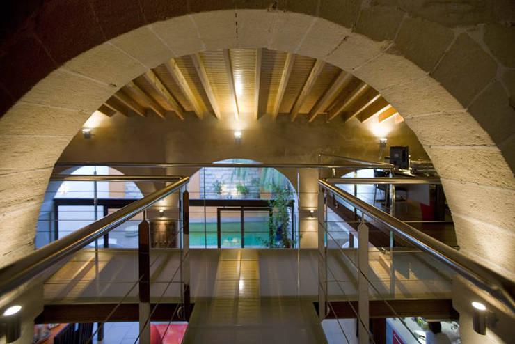 Pasarela: Pasillos y vestíbulos de estilo  de pxq arquitectos