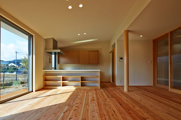 Kitchen by 鶴巻デザイン室, Modern