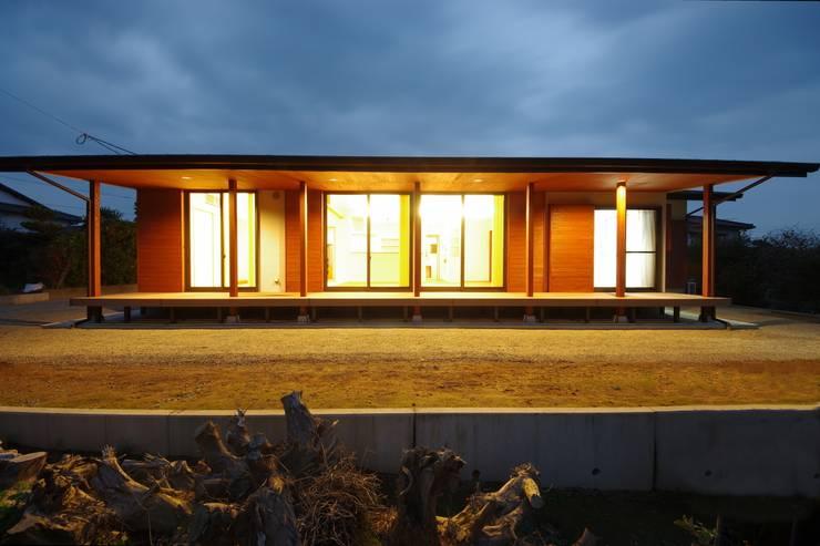 大屋根の家: 徳永建築事務所が手掛けた家です。