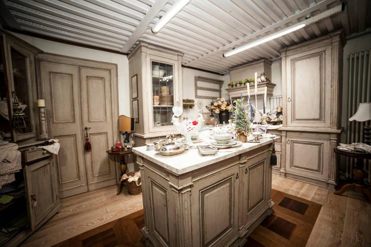 Cucina Magia Como-Edit: Cucina in stile in stile Classico di Porte del Passato