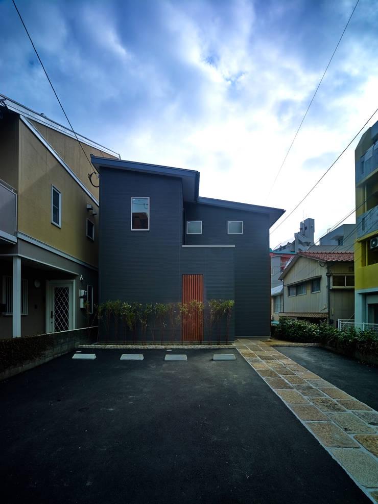 上町の家: 鶴巻デザイン室が手掛けた家です。,