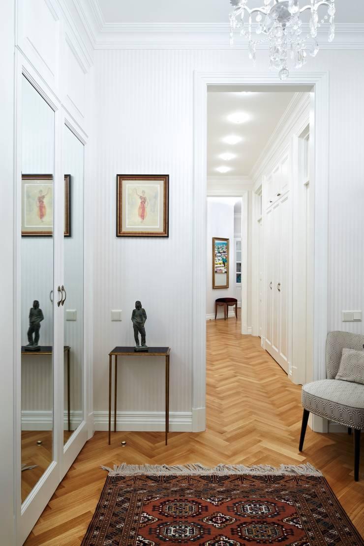 Квартира на Остоженке: Коридор и прихожая в . Автор – D'Seesion