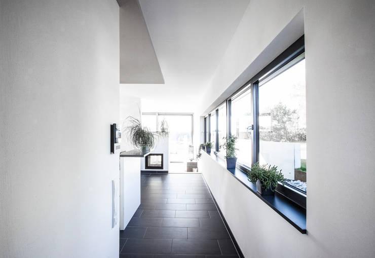 Projekty,  Korytarz, przedpokój zaprojektowane przez 21-arch GmbH