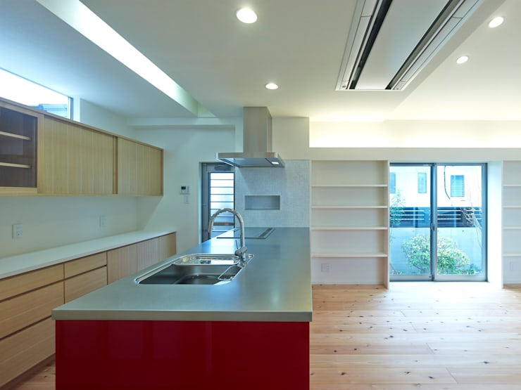中庭の家: 鶴巻デザイン室が手掛けたキッチンです。