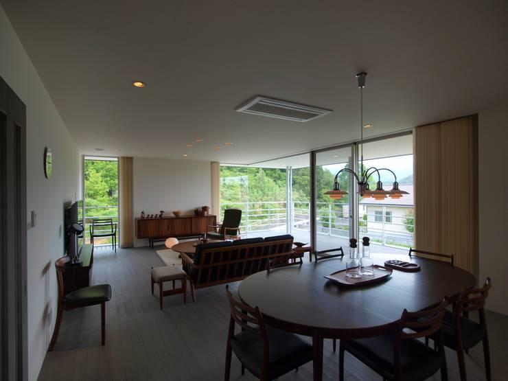 OPEN AIR HOUSE: 徳永建築事務所が手掛けたダイニングです。