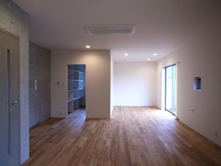 OPEN AIR HOUSE: 徳永建築事務所が手掛けた寝室です。