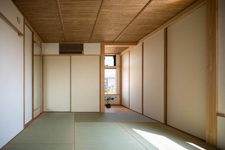 和室: 小野育代建築設計事務所が手掛けた寝室です。