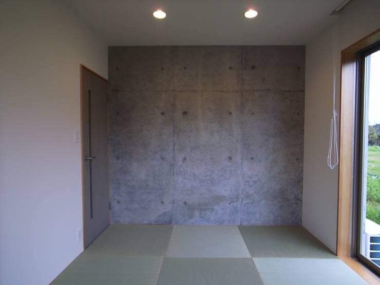OPEN AIR HOUSE: 徳永建築事務所が手掛けた和室です。