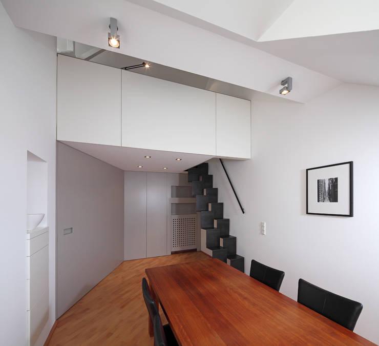 Privatwohnung Düsseldorf Oberkassel: moderne Esszimmer von raumkontor Innenarchitektur Architektur
