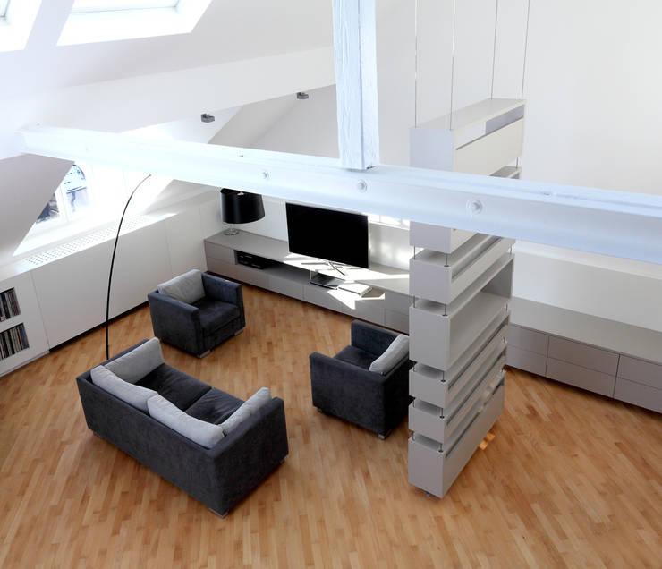 Privatwohnung Düsseldorf Oberkassel: moderne Wohnzimmer von raumkontor Innenarchitektur Architektur