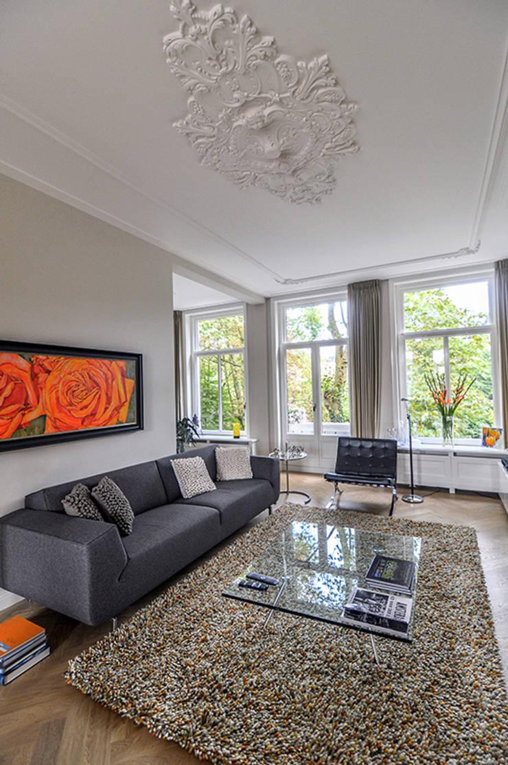 Wohnzimmer von Lumen Architectuur, Klassisch