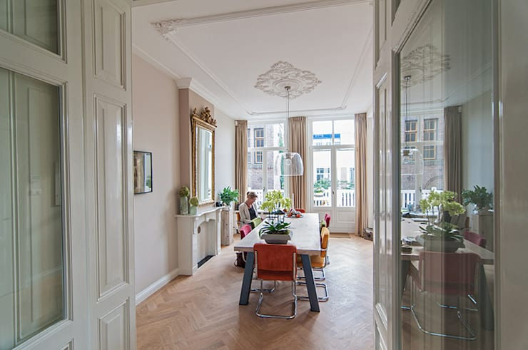 Dining room by Lumen Architectuur, Classic
