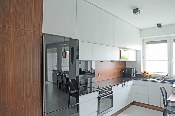 kuchnia na parterze: styl , w kategorii Kuchnia zaprojektowany przez anyform,Nowoczesny