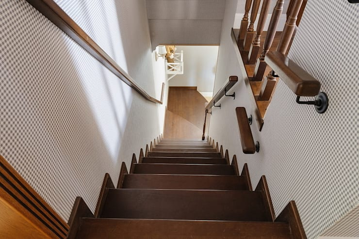 Classic style corridor, hallway and stairs by Angelika Moroz interior design Classic