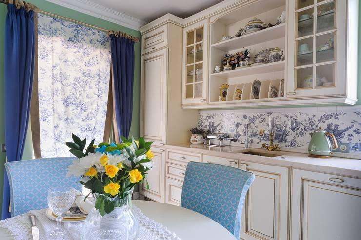 Частный дом Минская обл.: Кухни в . Автор – Angelika Moroz interior design