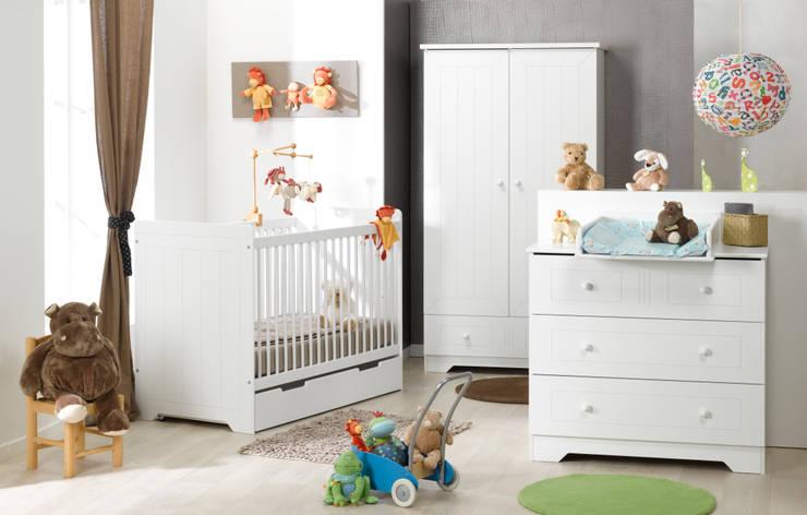 Dormitorio de bebé completo. Modelo OSLO en color blanco: Habitaciones infantiles de estilo  de Mobikids