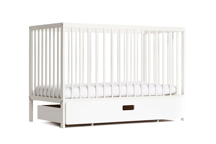 White moKee Mini Cot: classic Nursery/kid's room by moKee