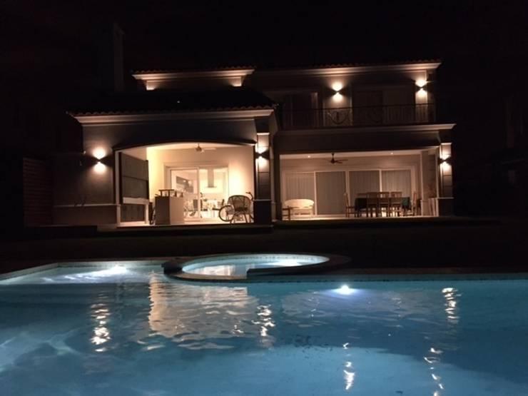Los Lagos 67, Nordelta: Casas de estilo  por HOUSING ARGENTINA SA