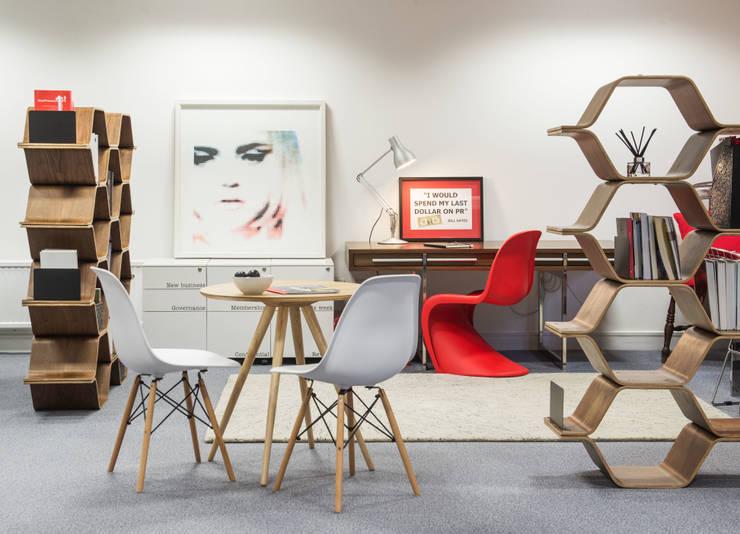 Bread PR Office Design: Bureaux de style  par lara stancich interior design