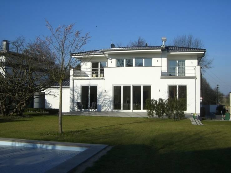 Neubauobjekt in Bad Homburg: moderne Häuser von Architekturbüro Pieper-Ballenberger