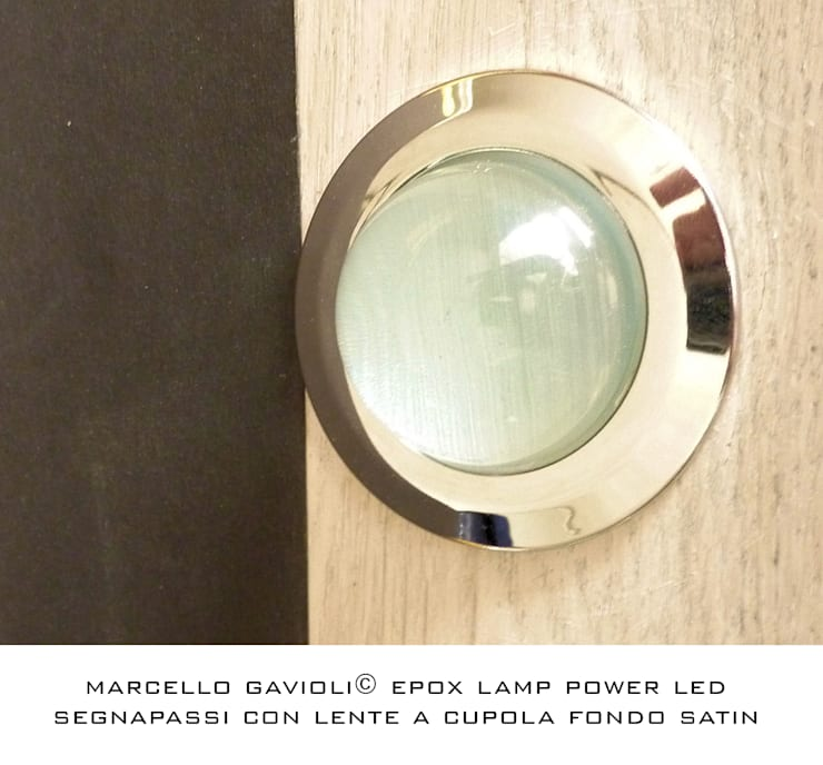 Lampada in resina epoxy: Soggiorno in stile in stile Moderno di Marcello Gavioli